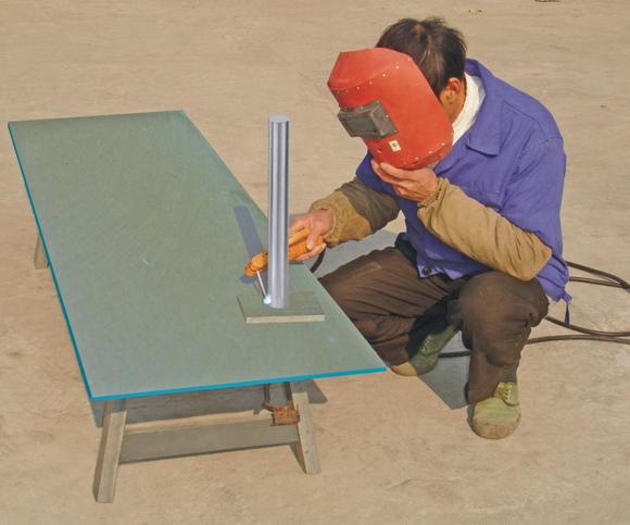 TRYHM-A4型中级焊接多功能技术实训成套设备 在机械制造中,离不开金属焊接,焊接种类很多有电焊、风焊、氩弧焊等等。TRYHM-A4型中级焊接多功能技术实训成套设备是培养学生获得中级电焊切割技术知识,学生必须树雄、立壮志、刻苦学习、不断攀登焊接科技宏伟目标,艰苦奋斗。  特点 1、普通手工电弧焊在国防、机械制造、建筑、修理等应用范围很广发挥了很大作用。 2、切割在机械制造中及修理等由切割来完成所需的钢板、构件、在制造中有特殊位置。 3、氩弧焊是制作不锈钢、门、窗、装簧等范围中,在焊接工艺技术上有一定要求